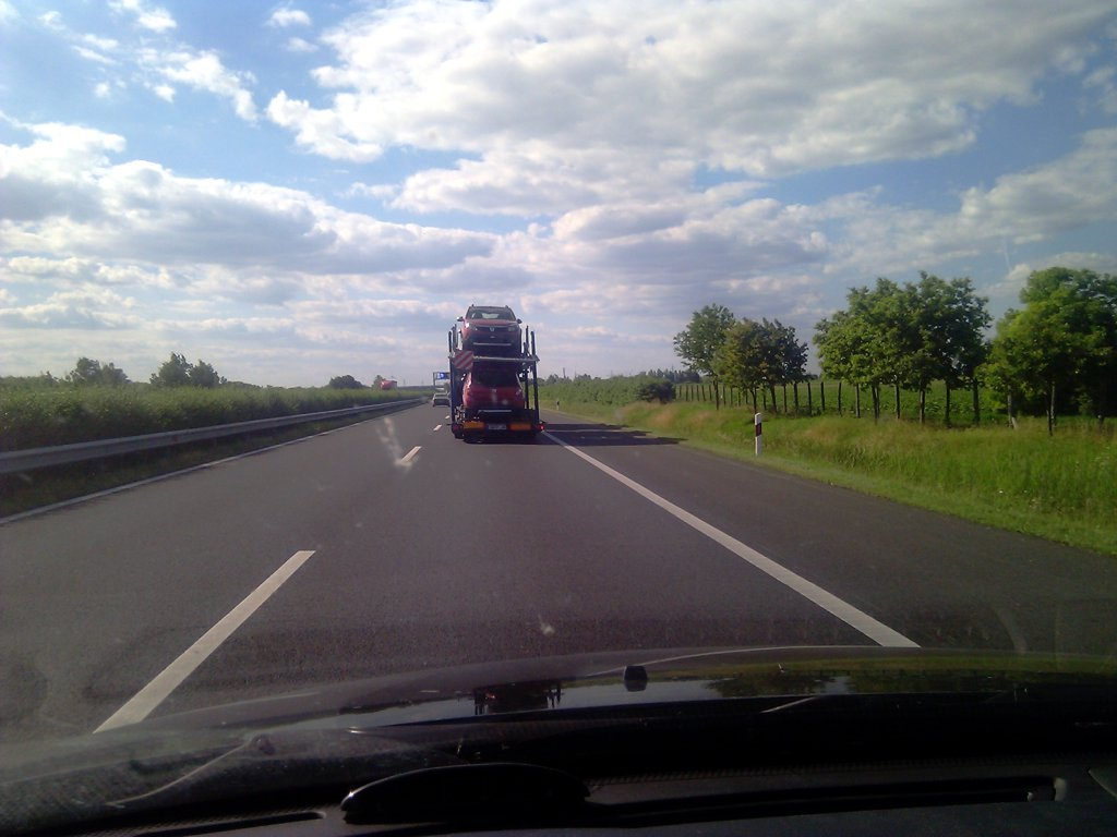 Masina de transport a autoturismelor: Duster-ele erau in fata.